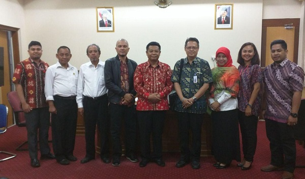 foto-bersama-kepala-dinas-pendidikan-provinsi-diy-dan-gm-telkom-witel-diy-ppdb-online-2017